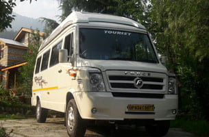 17 seater tempo traveller in delhi